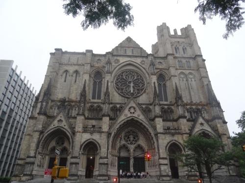 Fachada de la Catedral de San Juan el Divino de Nueva York